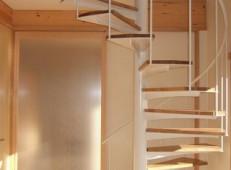 K邸 らせん階段